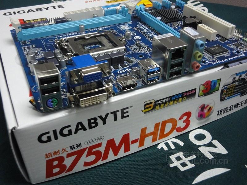vga接口一个不少,另外还拥有ps/2键鼠通用接口和标准网络接口及音频