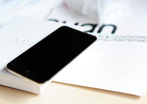 窄边框设计时尚智能手机