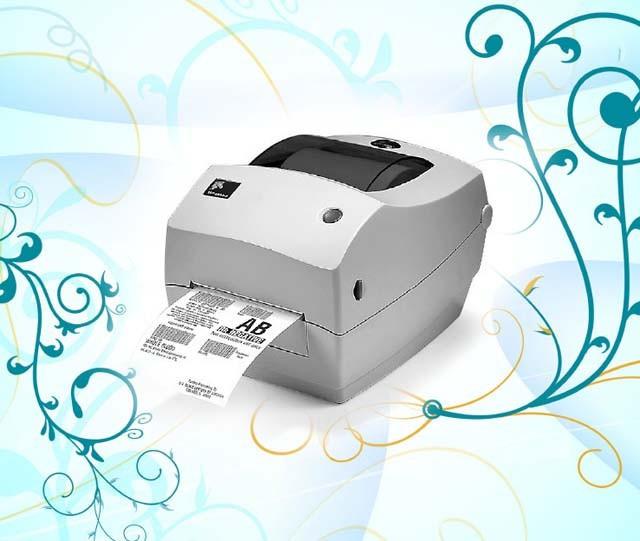 图为:Zebra GK888T图赏 Zebra GK888T外观简洁时尚,小巧便携,非常节省桌面空间,该机针对桌面间歇打印的工作方式设计;专为中国市场定制,增加中文字库,采用双体坚固贝壳式结构设计;标配Zebra BarOne软件,操作简单易学;多种方式进行连接,包括串口、并口、USB。