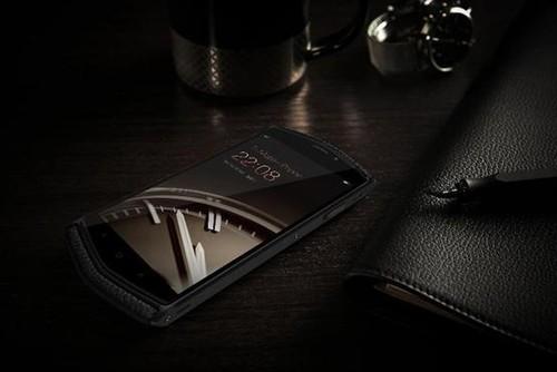 国产首款 8848钛金手机极致奢华体验