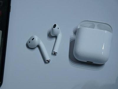 轻点召唤Siri  苹果AirPods无线耳机来了