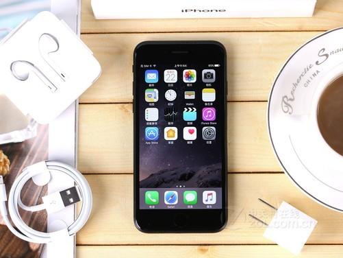 苹果iPhone 7提供亮黑色,黑色,玫瑰金,金色以及银色五种配色。电源键采用了不可按压的设计,3.5mm耳机接口被取消,转而代替的是Lightning接口。iPhone 7还支持IP67级别的防尘防水,能够应对生活中的更多场景。 苹果iPhone 7(128GB) 【商家报价】4280元 【推荐商家】乐品手机商城 【商家地址】文化路科技市场硅谷广场一楼 【电话微信】13072555831 【联 系 QQ】2761145363 【联 系 人】张丽 【网店地址】