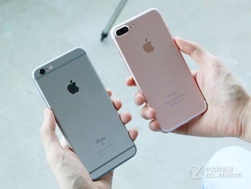 苹果iPhone7 Plus取消了3.5mm耳机插孔,采用了Lightning接口。当然,这个接口也是充电接口。为了方便过渡,苹果提供了适配器,这样仍可使用3.5mm耳机插孔的耳机。配置上,苹果iPhone7 Plus搭载了新一代苹果操作系统iOS 10,配置A10芯片,A10为64位架构4核处理器。新一代iPhone在摄像头上面做了较大改进,加入光学图像防抖功能,配置了4-LED True Tone 闪光灯。