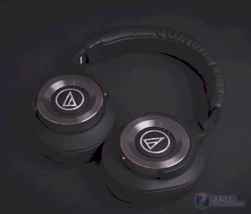 编辑点评: 作为目前ATH-WS系列的旗舰,ATH-WS1100IS的声音也表现出来了旗舰的风采,有如此突出的声音得益于Solid Bass系统的全部组成和铁三角对自家产品精益求精的追求。ATH-WS1100IS很符合现代人对音乐欣赏的调音取向,对声音细节把握非常到位,表现全面的一款便携头戴式耳机。 铁三角WS1100is [商家报价] 1720元 [推荐商家] 济南世纪天成 [商家地址] 济南华强电子世界广场3楼F3101 [联系电话] 0531-82395510 13176416162 139531