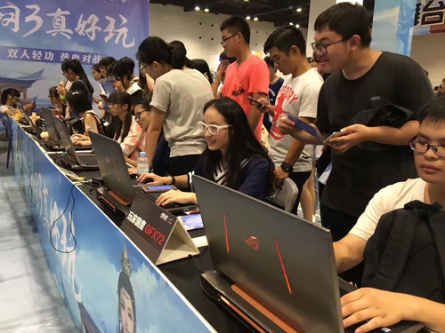 华硕电脑助力2017南宁月邪动漫夏季盛典