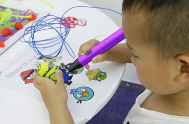 创意3D打印笔 让小学生当一回神笔马良