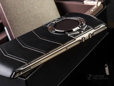 7mm 手机重量 230g 机身材质 金属边框 皮革后盖 操作类型 虚拟按键