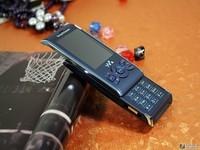 难得的滑盖手机 索爱W595报价280元