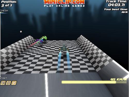 游戏中玩家将驾驶着喷射飞机与其他飞机一起在赛道上进行竞速比赛