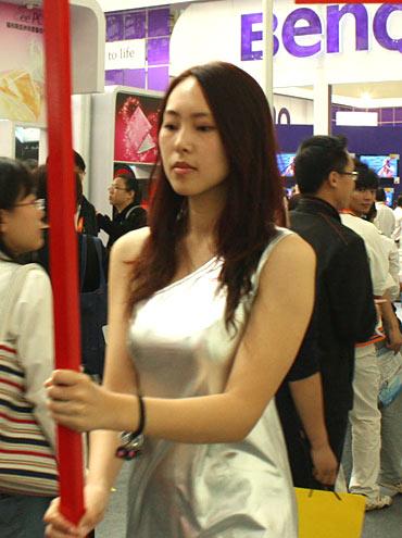 东芝SHOW GIRL举牌签名售机