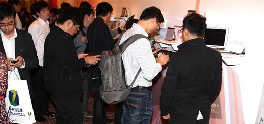 首届平板电脑峰会网友试用平板