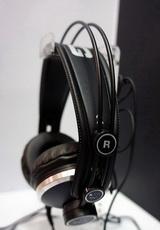 AKG专业耳机亮相