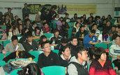 很多同学前来听讲座