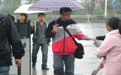活动当中下起大雨