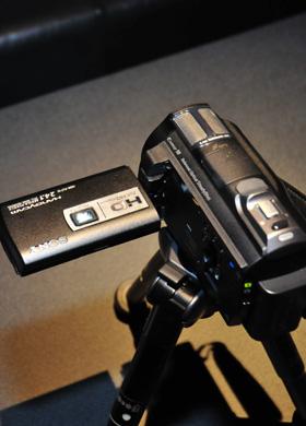 索尼HDR-PJ710投影DV新品发布