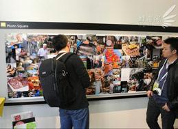 客户服务中心的墙上有学生的摄影作品