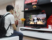 编辑现场体验联想智能电视