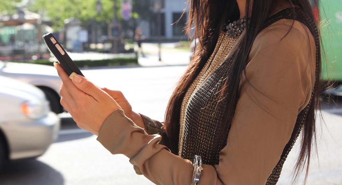 博思特iPhone移动电源美女高清图赏