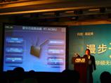 华硕全球资深技术总监邓天隆讲解新品