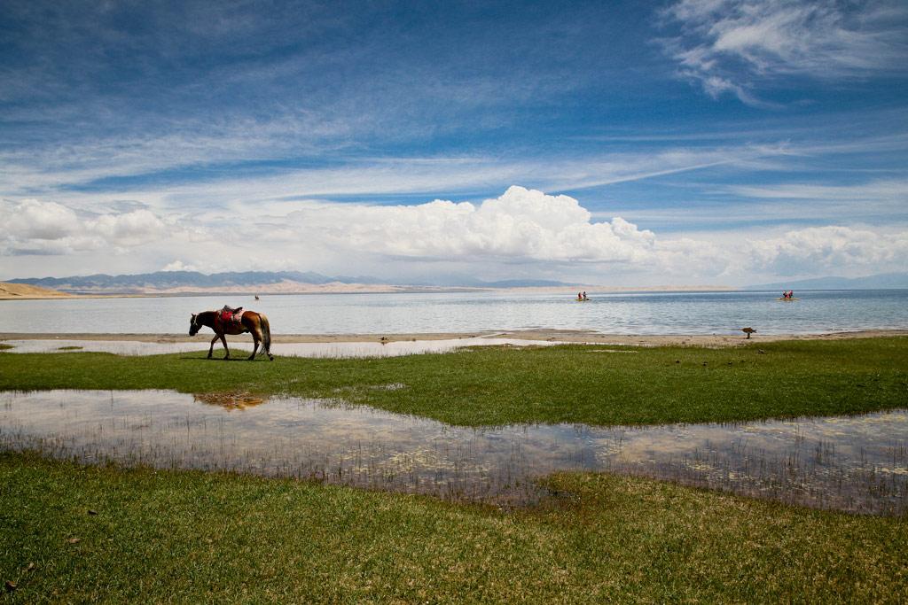 远眺青海湖