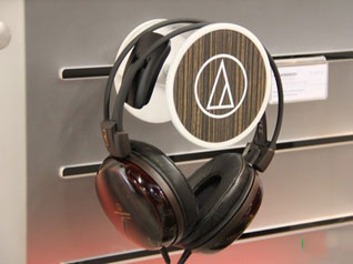 精致日系风格 铁三角耳机亮相CES2012