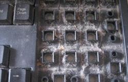 键盘灰尘多