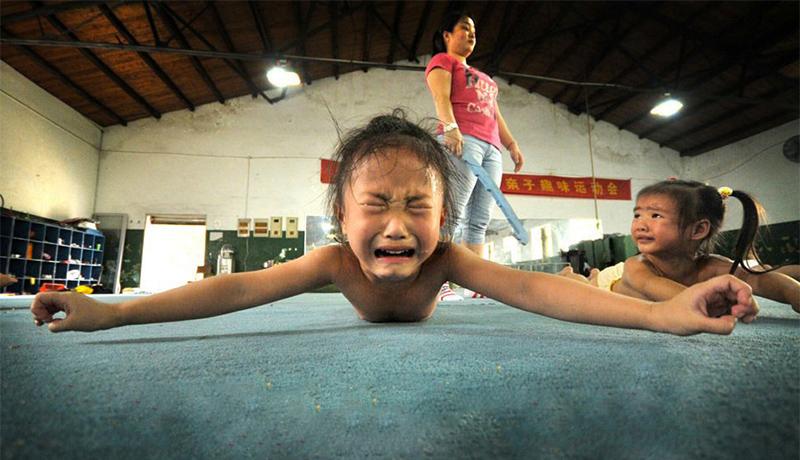 """哭着坚持 图说""""体操娃""""的奥运童年生活"""
