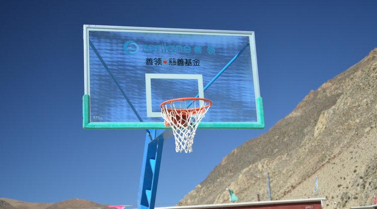 捐助的篮球架