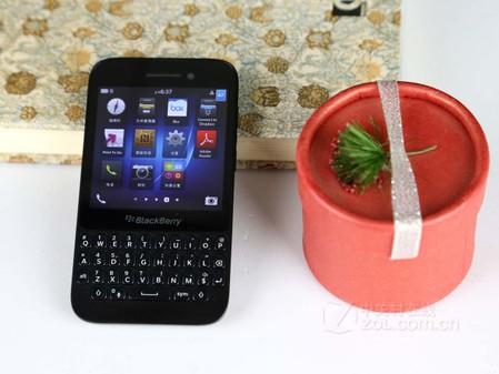 经典全键盘手机 黑莓Q5元旦特价仅售500