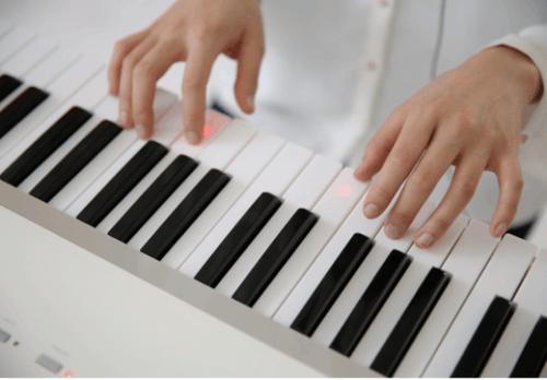 教你弹钢琴的钢琴 The One智能钢琴到货