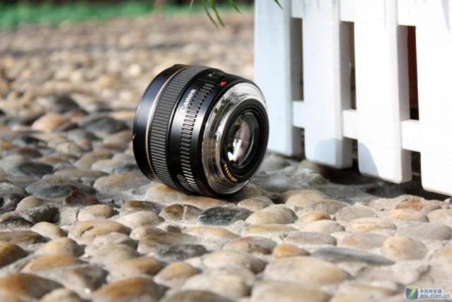 轻巧便携 佳能EF 50mm 1.4镜头特价2400