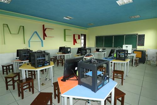 极光尔沃牵手敦煌南街小学打造3D打印创客空间