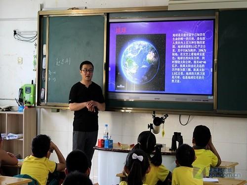 望远镜专营店举办天文科普进校园活动