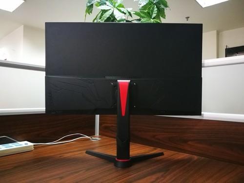 为电竞而生 WESCOM 31.5寸平面144Hz显示器