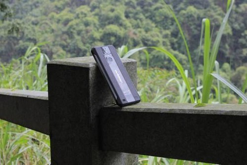 爱户外ioutdoor风(W1)体验:专业的户外三防手机