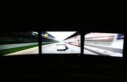 三屏显示的游戏应用体验