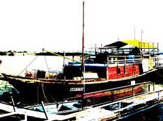 分色(彩色)效果拍摄渔船