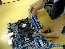 安装CPU及内存散热器