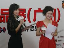 台湾甜心侯佩岑与现场观众互动