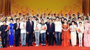 大提琴乐团与国家领导人合影