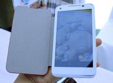 美型:白色联想乐Phone S880