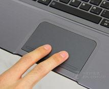 东芝U800宽大的触控板设计