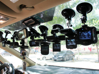 放哪儿好呢?行车记录仪最佳位置讲解